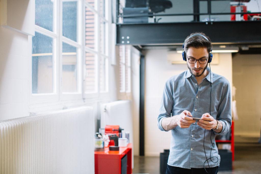 Guía para sobrevivir en la oficina con ayuda de tu smartphone - oficina