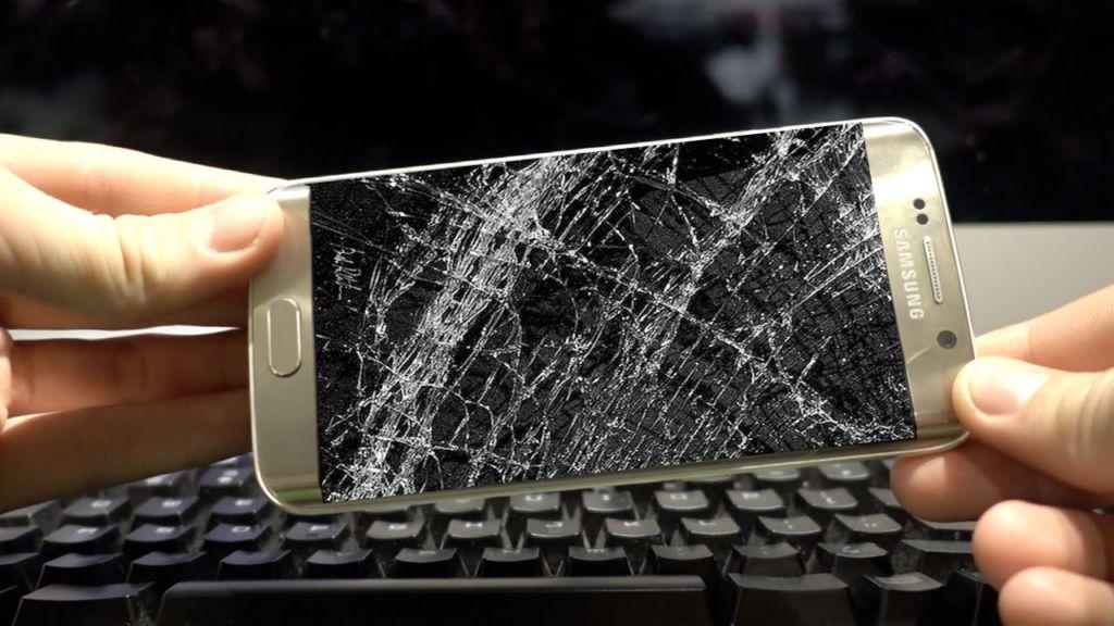 ¿Cuánto tiempo de vida podemos esperar de nuestros dispositivos electrónicos? - smartphone-cracked-screen