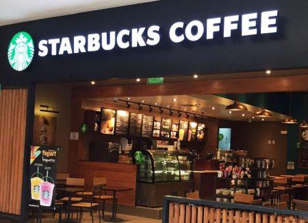 Starbucks convierte sus tiendas centros de acopio