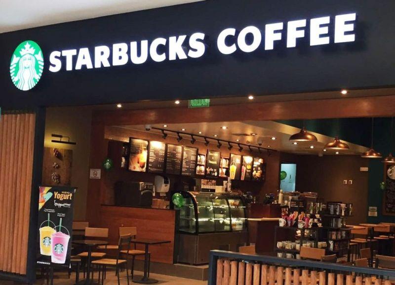 starbucks tienda 800x577 Starbucks convierte sus tiendas centros de acopio