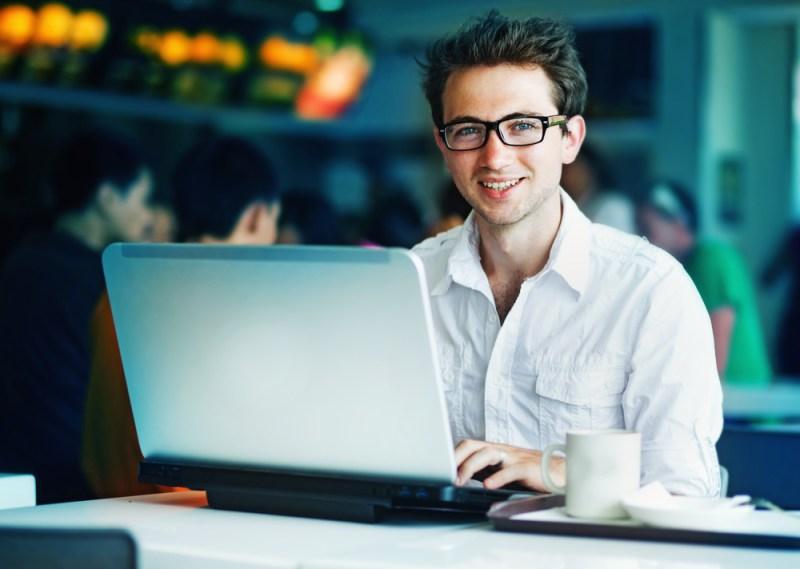 Pequeños negocios podrán acceder a tecnología Wi-fi y app móvil - wifi-negocios-800x569