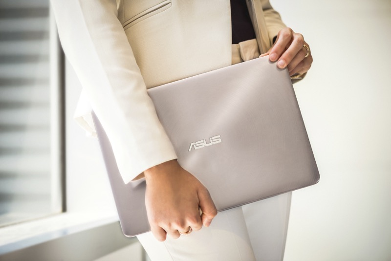 ASUS presenta nueva línea de Laptops: ZenBook & Republic of Gamers - asus-zenbook-ux330ua-incredibly-slim-and-light-design-800x534