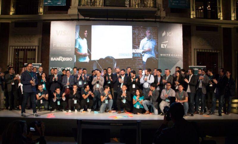 Primera generación de Startupbootcamp FinTech en América Latina - partners-corporativos-emprendedores-y-el-equipo-de-startupbootcamp-fintech-celebran-su-primer-demo-day-800x484