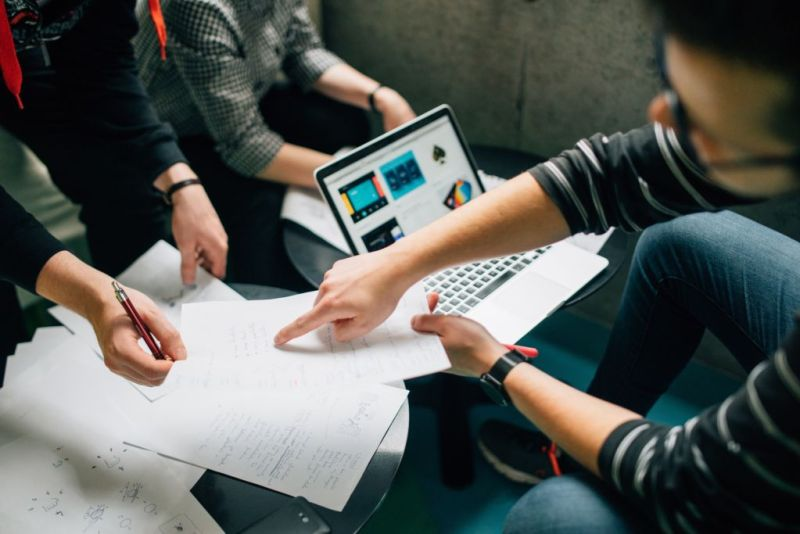 startups 800x534 ¿Cuánto dinero realmente necesitas para iniciar una startup?