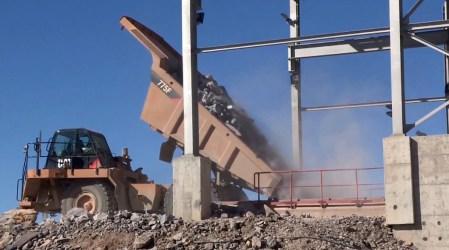 Crean estudiantes mexicanos singular prototipo que optimiza la extracción y trituración de piedra para producir cemento
