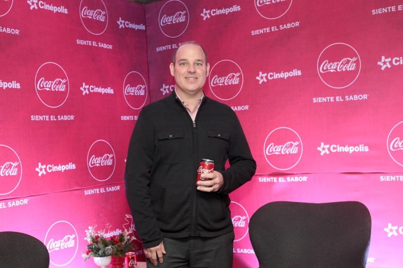 Coca Cola invita a dar gracias esta Navidad, a través de Facebook - coca-cola-esta-navidad-campancc83a-2017-800x533