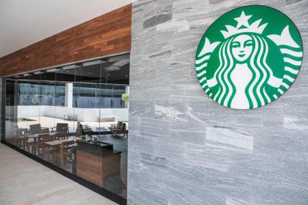 Starbucks inicia colecta de ropa de abrigo y juguetes