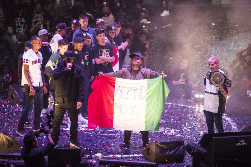Aczino se corona campeón de la Final Internacional de Red Bull Batalla de los Gallos - aczino-red-bull-batalla-de-los-gallos_2-800x533
