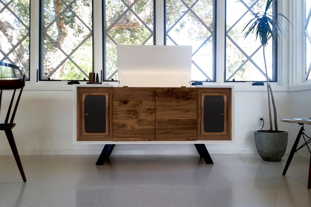 """Sonos le da un """"giro"""" a las tornamesas clásicas ¡Conoce su innovador diseño! - zz-screens-off-wrensilva-sonos-edition-record-console"""
