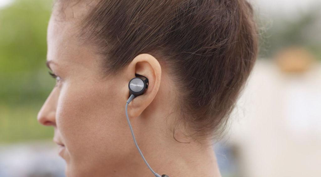 Audífonos deportivos Pioneer, diseño ergonómico y protección contra agua - audifonos-deportivos-pioneer