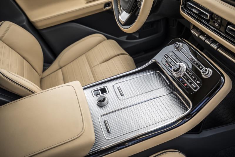 """Lincoln presenta Aviator: la SUV con motor híbrido """"Plug-in"""" - lincoln-aviator-18-800x533"""