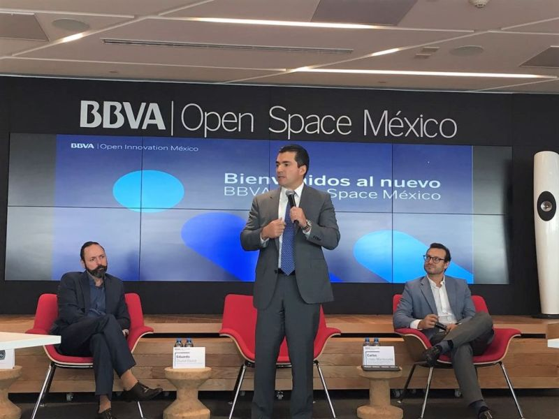 Renovado 'Open Space' en México, un sitio para impulsar ideas y tecnologías disruptivas - eduardo-osuna-vicepresidente-y-director-general-de-bbva-bancomer-durante-la-presentacion-de-open-space-09-abril-2018-800x600