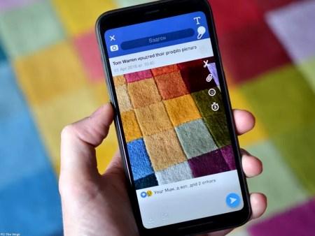 """Snapchat se burla de Facebook y lanza un filtro """"ruso"""""""
