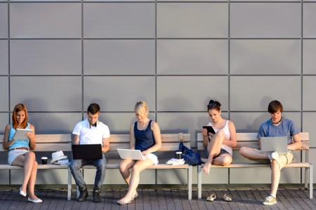 El 53% de los usuarios pasan más de 6 horas al día conectados a Internet