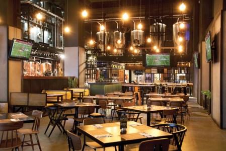 Reapertura de Beer Factory & Food Mundo E ¡cuenta con la primera embotelladora del grupo! - mundo-e_3
