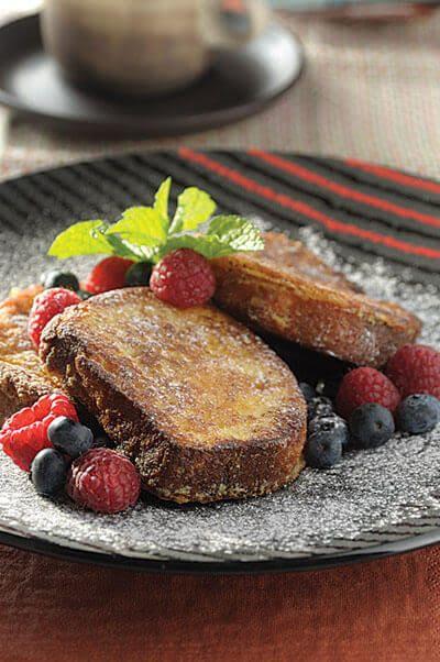10 ideas de desayuno en la cama para sorprender a mamá - pan-frances-en-salsa-de-3-leches