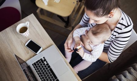 6 cosas que revelarán si eres toda una Mamá Millennial - signs-you-millennial-mom-798x476-450x268