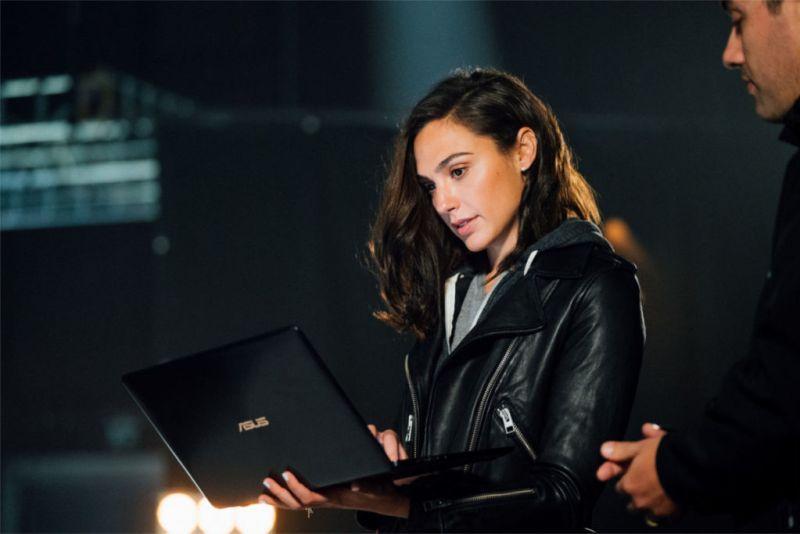 ASUS anuncia alianza con Gal Gadot para promocionar su última serie de portátiles y PC's All-in-One - asus-gal-gadot-800x534