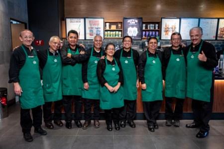 Starbucks abre la primera tienda operada por adultos mayores