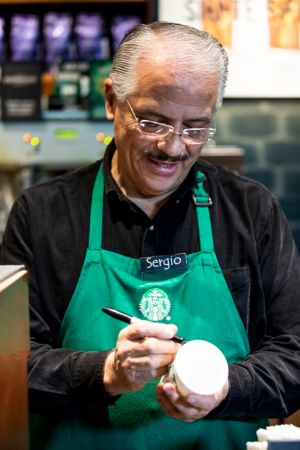 Starbucks abre la primera tienda operada por adultos mayores - starbucks-tienda-en-mexico-operada-por-adultos-mayores_2