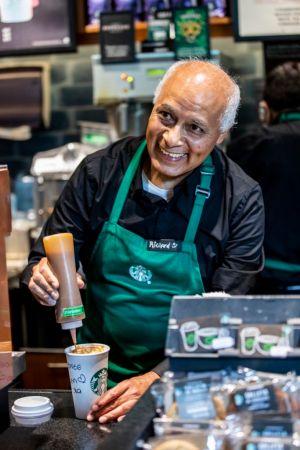 Starbucks abre la primera tienda operada por adultos mayores - starbucks-tienda-en-mexico-operada-por-adultos-mayores_3