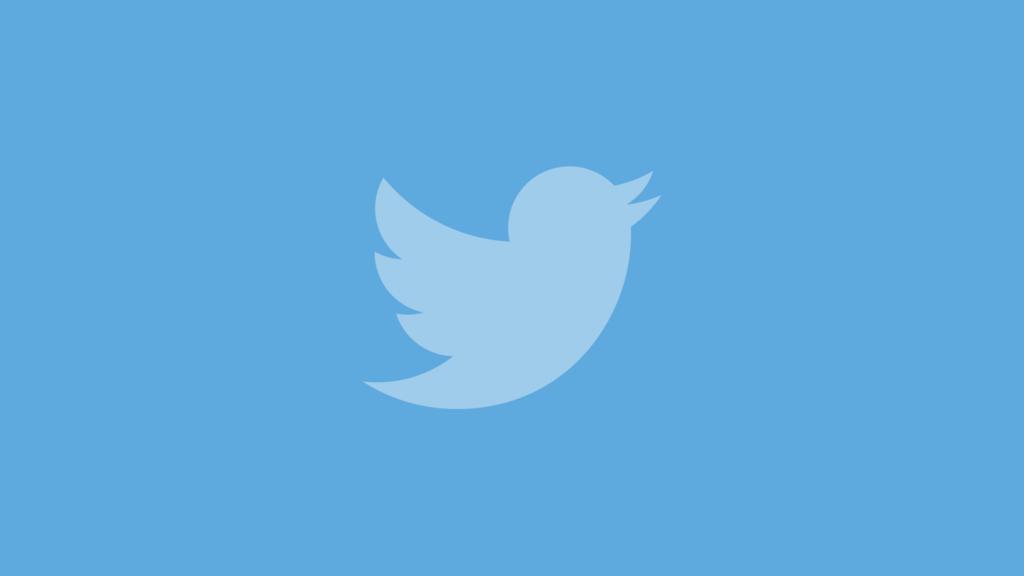 Bug de Twitter permitió a desarrolladores ver publicaciones y mensajes privados que no les correspondían - twitter-logo-blue