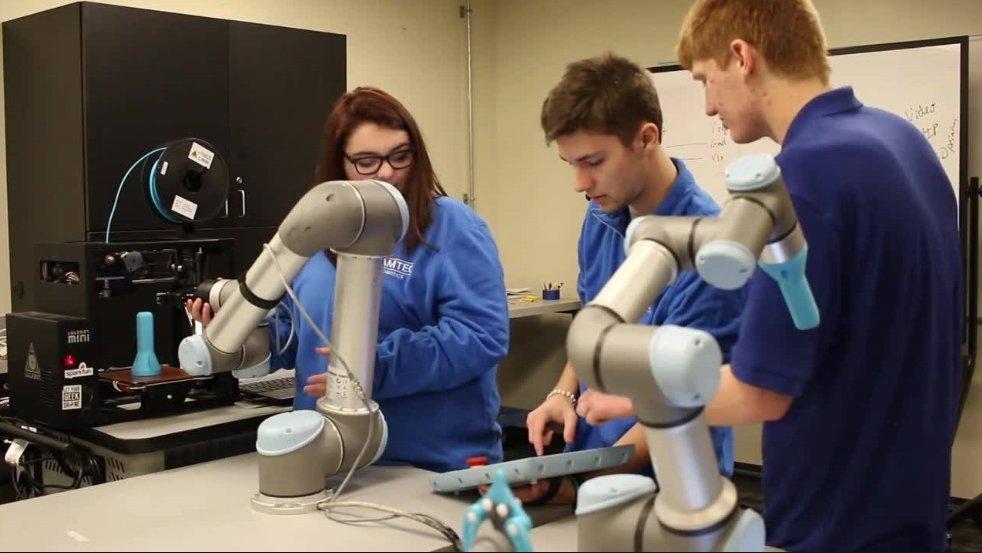 """¿Cómo utilizar """"cobots"""" en la formación de los profesionales del futuro? - universal_robots-7"""