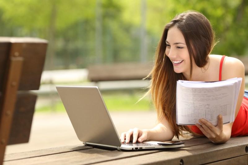 7 puntos clave que debes considerar antes de seleccionar una universidad en línea - universidad-en-linea-800x534