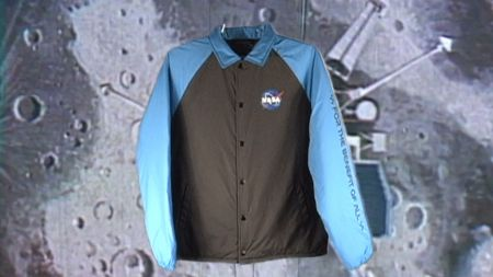 VANS Space Voyager, colección dedicada a la NASA ya disponible ¡conoce tiendas y precios! - ho18_spacevoyager_vn0a3hxzwu6_vansspacetorreypaddedmte_black_spaceblue_elevated