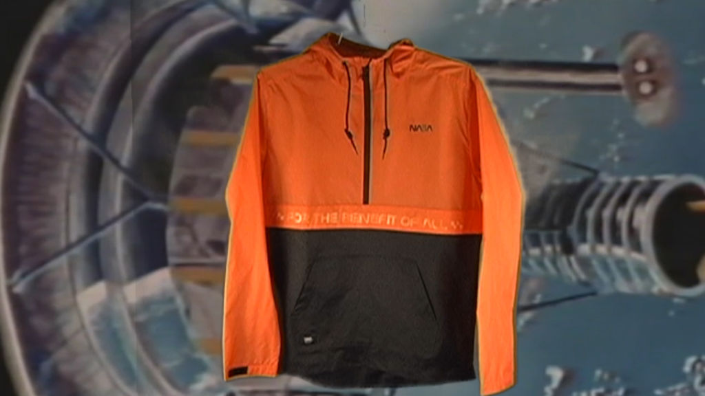 VANS Space Voyager, colección dedicada a la NASA ya disponible ¡conoce tiendas y precios! - ho18_spacevoyager_vn0a3w7axh7_vansspaceanorak_spaceorange_elevated