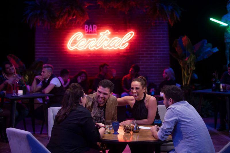 La icónica comediante mexicana será la anfitriona de la nueva temporada de Bar Central - bar-central-800x534
