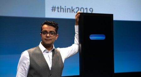 IBM hace historia: Debate entre un sistema de Inteligencia Artificial y un ser humano