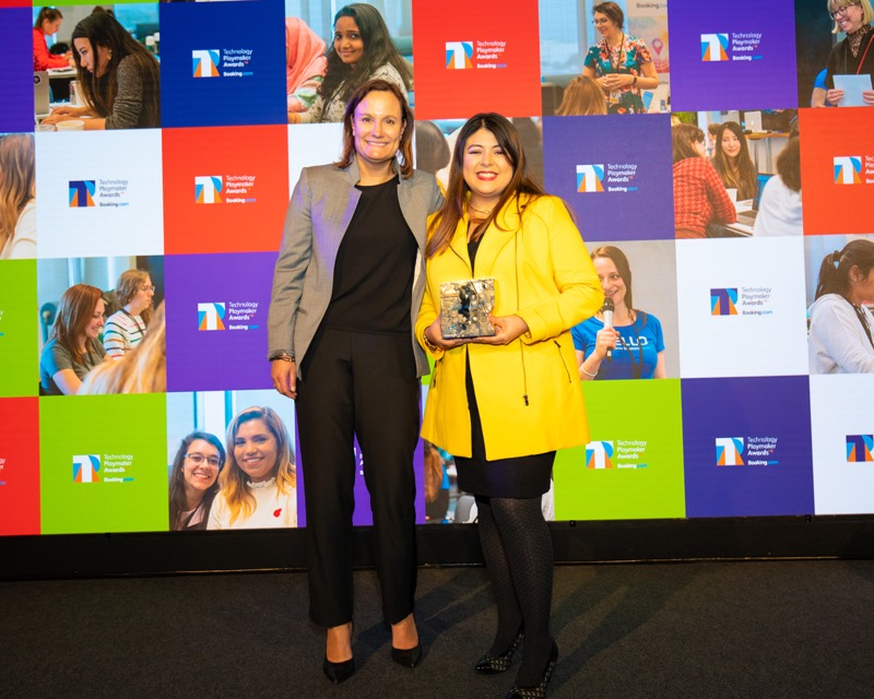 Booking.com anuncia las ganadoras de la segunda edición de los Technology Playmaker Awards 2019 - digital-leader-winner-jill-zeret-jimenez-rodriguez-with-gillian