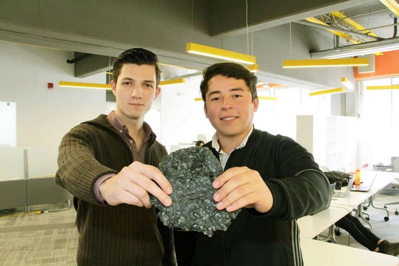 Estudiantes diseñan material para construcción en base a plásticos de desecho - walter-daniel-mata-martinez-y-francisco-sergio-garcia-luna