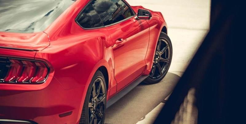 Ford México inicia los festejos por el 55 aniversario del Mustang - ford-mustang-2019-auto-deportivo-leyenda-muscle-exterior-rojo-calaveras-llantas-rines-aluminio-800x403