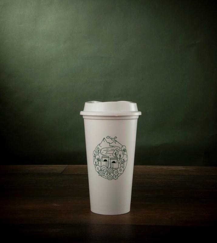 Día de la Tierra: 10 maneras en las que Starbucks cuida el medioambiente - vaso-sustentable-starbucks