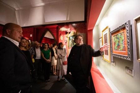 """Guillermo del Toro presenta en México """"En casa con mis monstruos"""""""