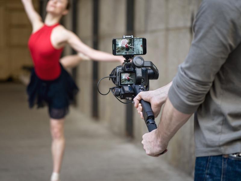 DJI presenta el nuevo DJI Ronin-SC, estabilizador de cámaras con funciones inteligentes - dji-ronin-sc-lifestyle3-800x600