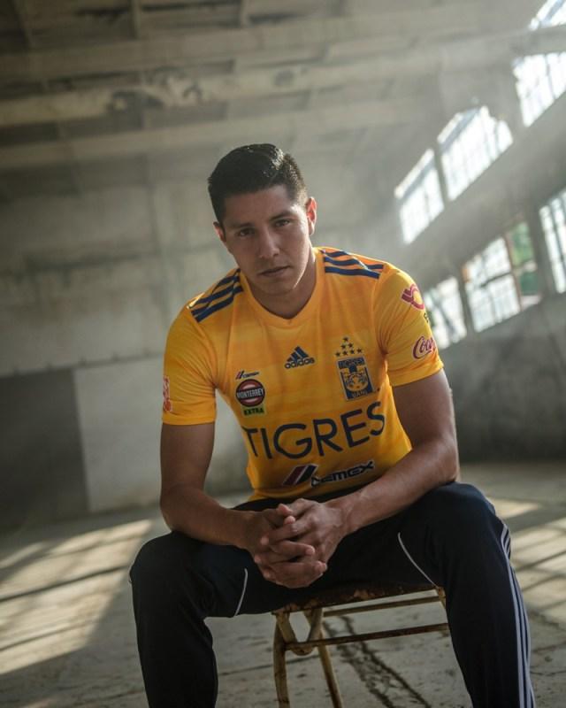 adidas presenta Jerseys de Tigres local y visitante para la temporada 2019-2020 - jersey_tigres_2-640x800