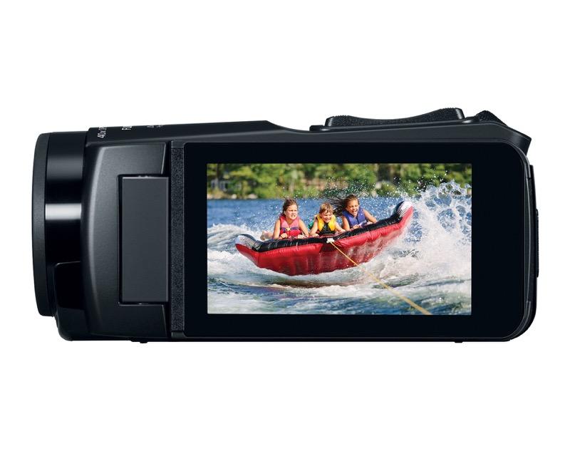 Nueva videocámara digital VIXIA de Canon resistente a prueba de agua e impactos - hr_vixia_hf_w11_sidelcd