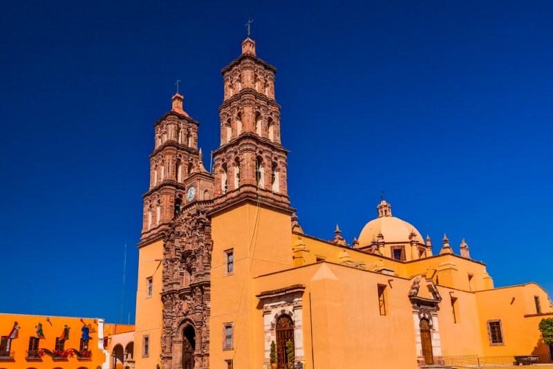 Los 4 pueblos mágicos de México más patrios - parroquia-nuestra-sencc83ora-de-dolores-800x534