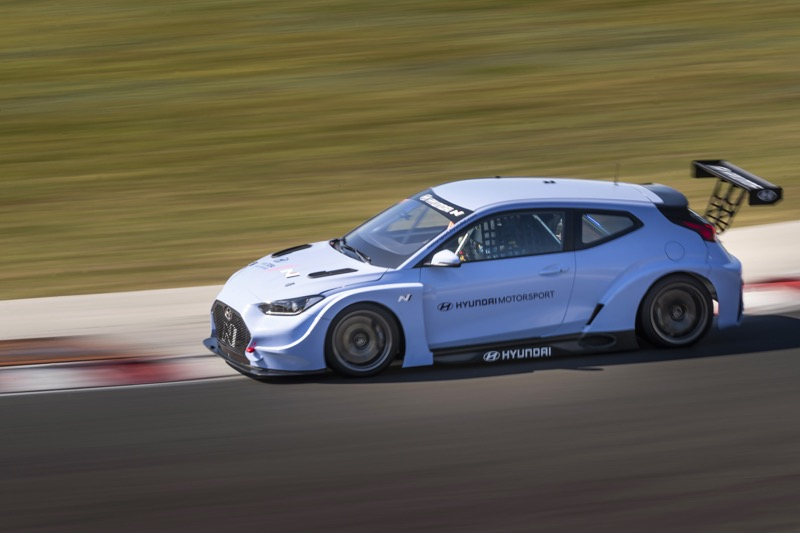 Hyundai Motorsport comienza a realizar pruebas con Veloster N ETCR - veloster-n-etcr-03-800x533