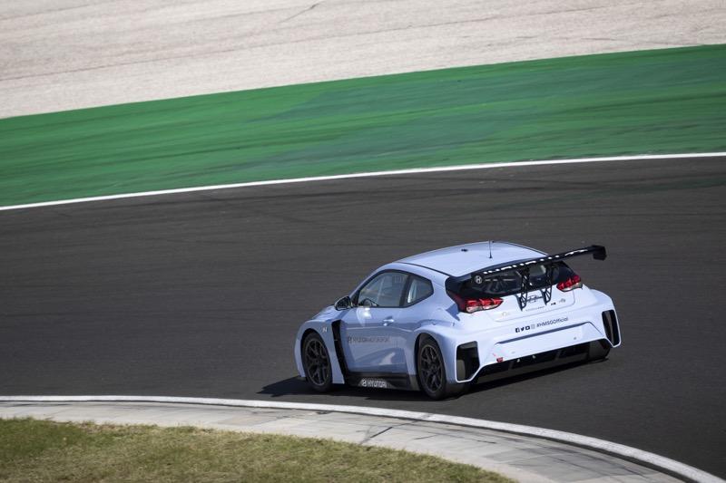 Hyundai Motorsport comienza a realizar pruebas con Veloster N ETCR - veloster-n-etcr-06-800x533