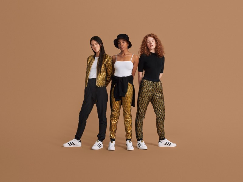 adidas Originals presenta Superstar 2020 - adidas-originals_superstar_ss20fashion_fullbody-800x600