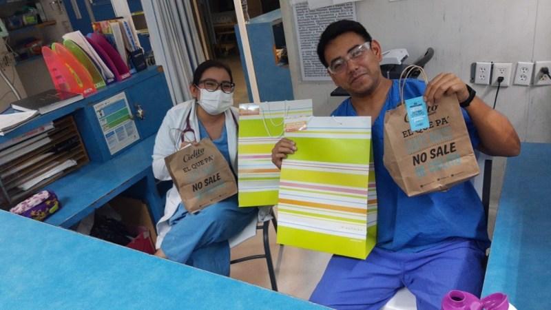 Nutrisa y Cielito Querido Café reconocen la labor del personal de salud - entrega-a-doctores