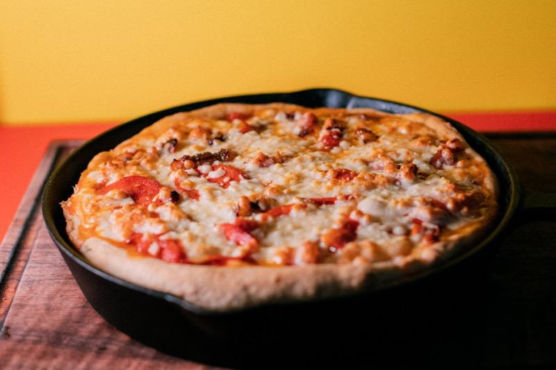 """Deep Dish Kit"", kit a domicilio para hornear una pizza estilo Chicago en casa - deep_dish_kit_4-800x533"