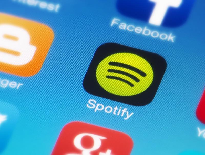 Función letras llega a Spotify, ¡Ahora podrás cantar tus canciones favoritas leyendo la letra! - spotify-letras-800x606