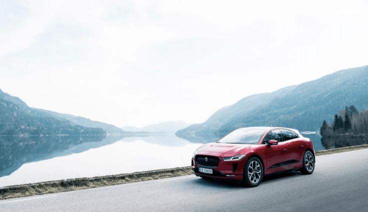 Jaguar Land Rover lanza proyecto de taxis de carga inalámbrica con Jaguar I-PACE - taxis-electricos-jaguar-i-pace
