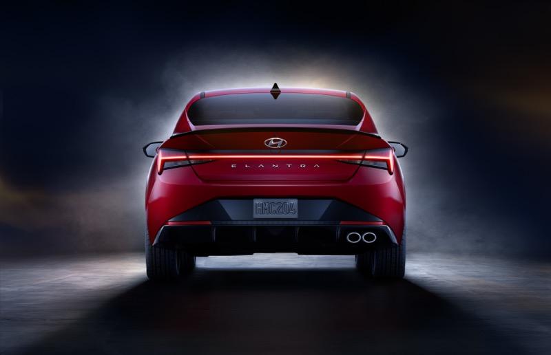Hyundai lanza el nuevo Elantra N Line sedán - elantra_n_line_2-800x516