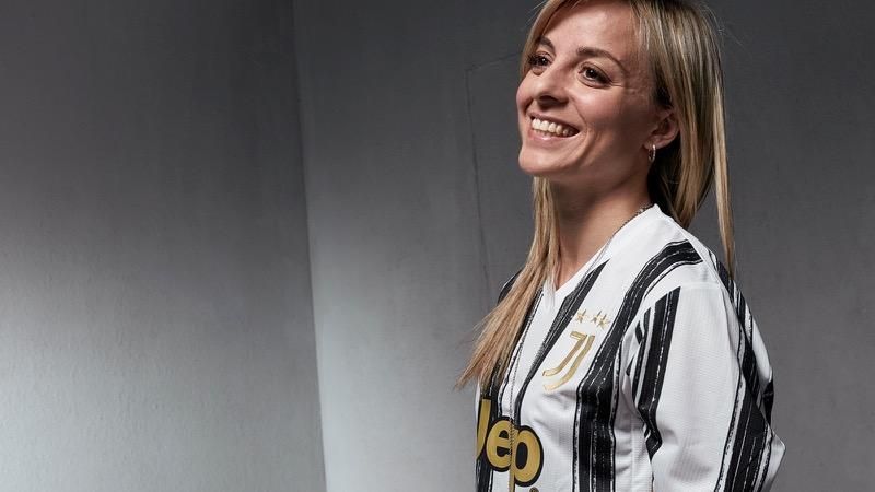 adidas presenta uniformes de clubes internacional para la temporada 2020/21 - rosucci-wearing-juventus-home-shirt